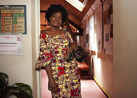Kabibi, demandeur d'asile de la  RDC, devait se présenter à Dijon le matin même pour une prise de ses empreintes mais elle n'a pas pu s'y rendre. Algique avec des signes cliniques inquiétants, une bénévole l'amena aux urgences.                  Permanence Cimade de Nevers. Accueil de 14h à 17h des demandeurs d'asile par Christiane (présidente) et 3 autres bénévoles dans l'enceinte du temple protestant.                    En collectif puis en individuel.   Sans rendez-vous.                        Mercredi du 8 juillet 2015.