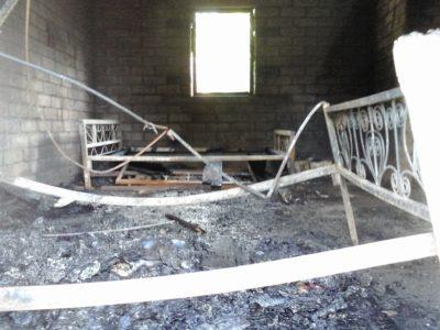 Habitation d'une famille comorienne détruire brûlée par un collectif en février 2016