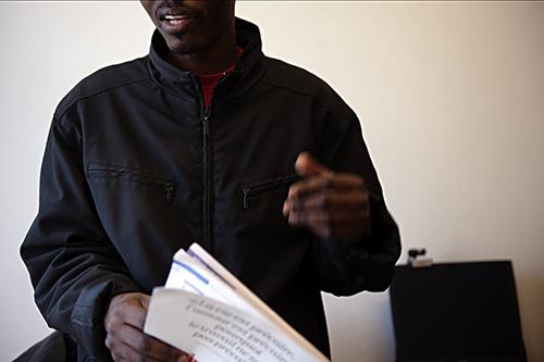 CADA, Centre d'hébergement pour demandeur d'asile, rue de la rotonde, Béziers, géré par La Cimade. L'agrément obtenu par la région est 50 places. Rencontre avec Mr X, congolais, réfugié politique, en attente de régularisation. janvier 2014.