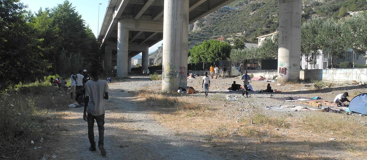 Migrants bloqués à Vintimille après la fermeture de la frontière par la France.