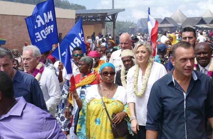 Arrivée de Marine Le Pen à Mayotte le 30 novembre 2016 (/Journal de Mayotte)