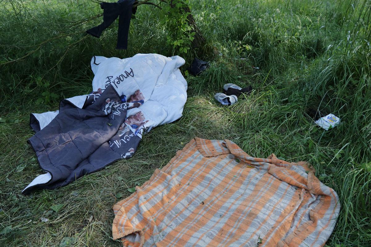 Dans le bois du Puythouk, les couvertures des exilés. Grande-Sy