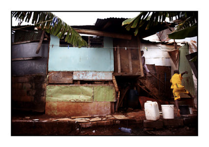 Madmoudzou, M'tsapéré, quartier Tzangani (bord de la mer), à côté de la mosquée N'ozidja. Les enfants, Mustafa, Zamati,et le plus petit Mahmoud,sont seuls à la maison pendant que leur père, Oussman, ami de Boinali,réfugié politique, travaille . 20 mai 2012. Mayotte.