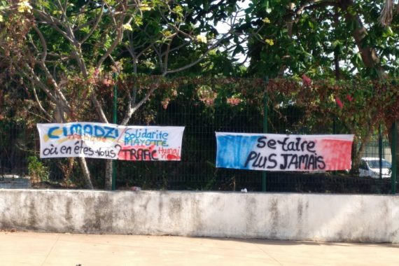 banderole Cimadzi et Solidarité Mayotte Trafic d'êtres humains