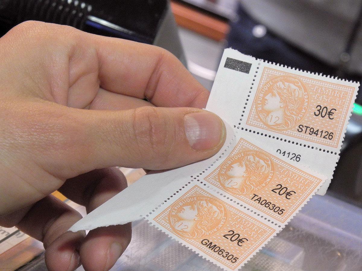 Taxes Sur Les Titres De Sejour Une Reduction En Demi Teinte La