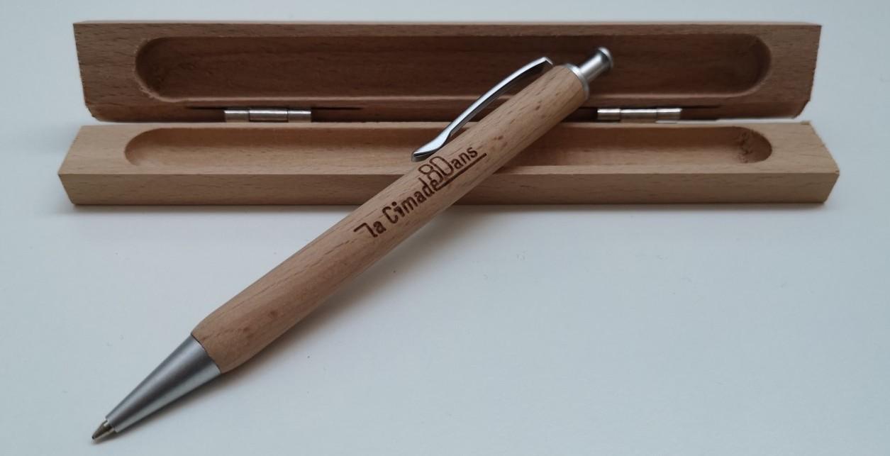 Cadeau militant et solidaire : stylo et son étui en bois de La Cimade