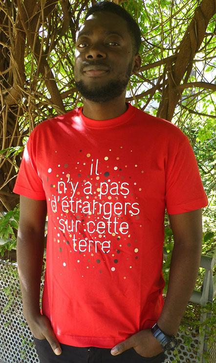 Cadeau militant et solidaire : t-shirt homme Pas d'étrangers de la Cimade