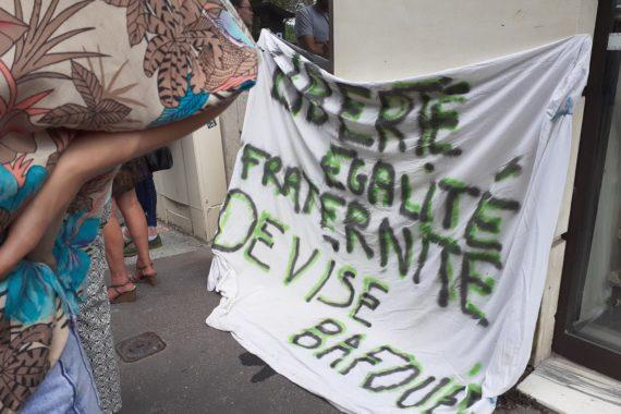 Rassemblement devant le Tribunal Administratif de Caen lors de l'audience relative à l'expulsion du campement de Ouistreham le 9 juin 2021